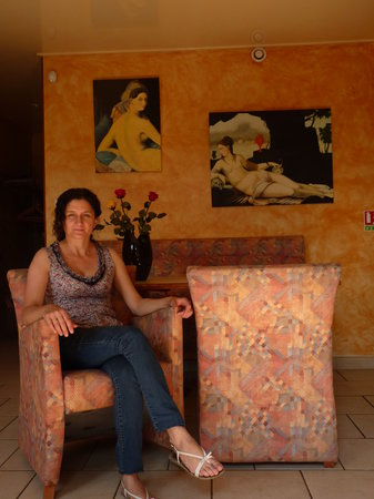 L'Embellie : Nous avons mis en expositions vente au bar du Restaurant l'Embellie le 8 Juillet 2013, deux toil