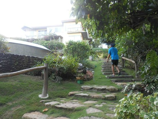 Amarela Resort: the stairs going to the beach