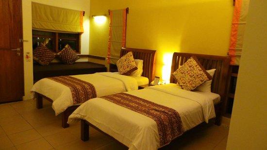 Cocotinos Manado : My room