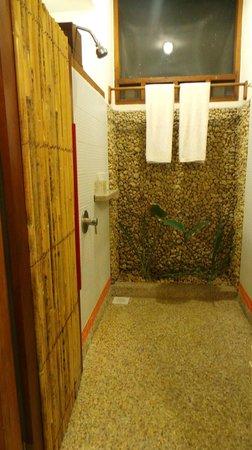 Cocotinos Manado: Bathroom