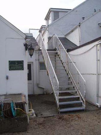 Wheatlands Hotel, Gastropub & Golf Course: Would you risk this fire escape?