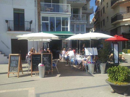 Margarita Beachfront - Terrace Bar & Restaurant: Front Terrace