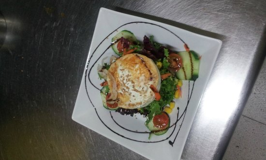 Margarita Beachfront - Terrace Bar & Restaurant: Goat Cheese Salad