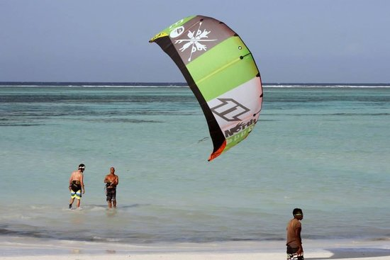 Pwani Mchangani, Τανζανία: Teaching kitesurfing in Matemwe, enjoy space!!