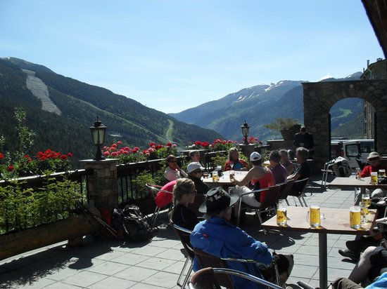 Hotel Naudi: Cracking setting for a relaxing beer!