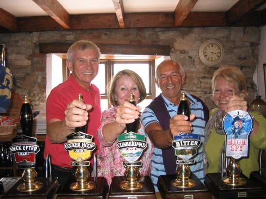 Bisoi B&B Suites: 'Jennings Brewery tour' (Judith and Stewart on the right)
