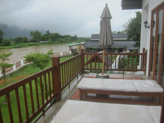 Riverside Boutique Resort: View of River and Deck