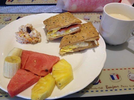 Ravello B&B: homemade breakfast from Vivi! Yum!