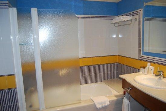SENSIMAR Isla Cristina Palace & Spa: zona de la bañera y parte de los senos dobles