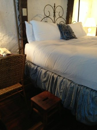 The Vendue Charleston's Art Hotel : big bed