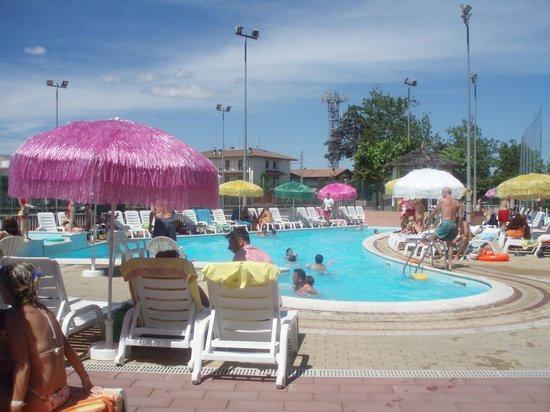 Color Metropolitan Village: Piscina centro Paradiso