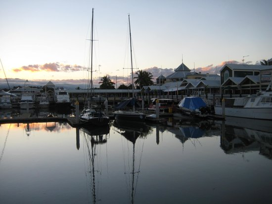Port Douglas Apartments: Sunset at the Marina