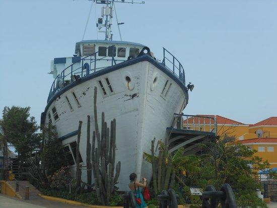 The Royal Sea Aquarium Resort: Dutch's Ship at entrance