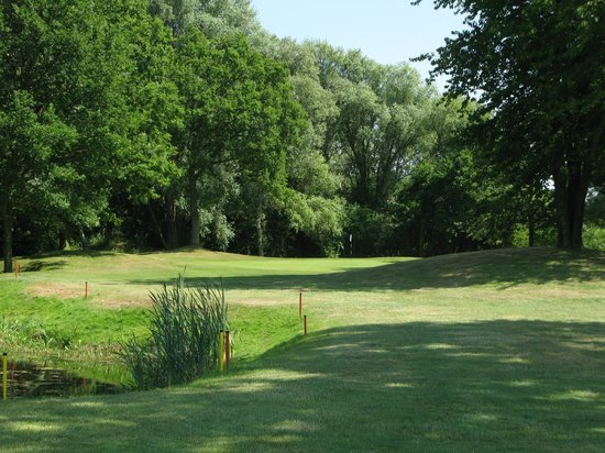 Brampton Park Golf Club: Green at the 1st