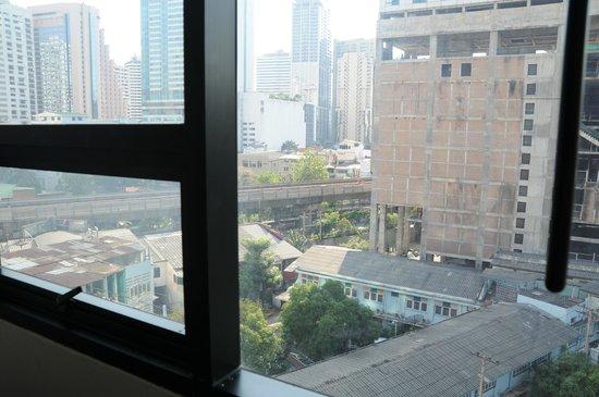 Hotel Mermaid Bangkok: view of NRT from room