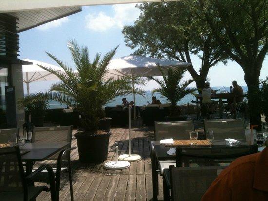 Le Silex : La terrasse et le lac