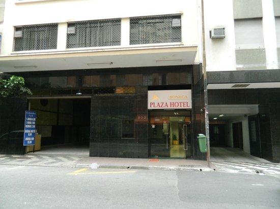 Soneca Plaza Hotel: Entrada do hotel