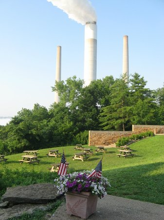 Clifty Inn: View from Grounds