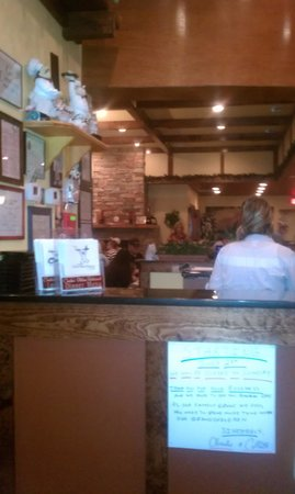 Charlie's Italian Restaurant & Pizzeria: View as you walk in