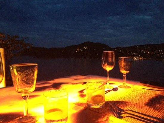 Tentaciones Hotel: Our glowing table!