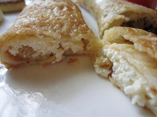Oliva on Sagaydachnogo: Cheese roll