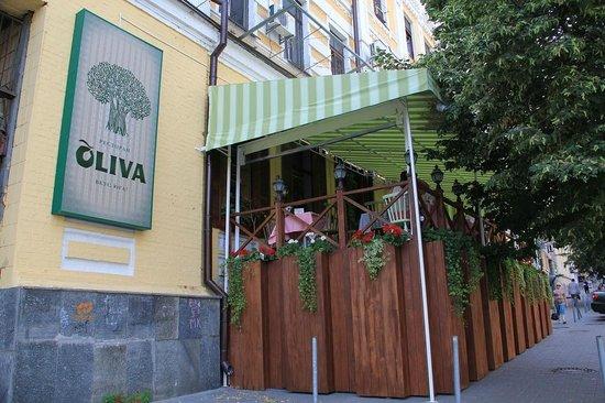 Oliva on Sagaydachnogo: Very close to Teatral'na Metro Station