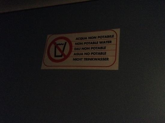 Hotel / Villaggio Cala Mancina: in inglese non potable water??????