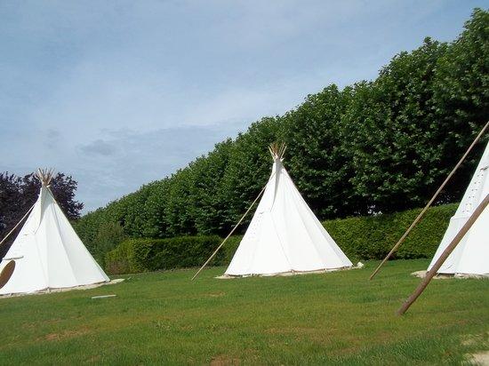 Camping de l'Aigrette: Tipis