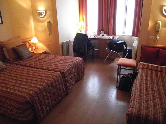 Classics Hotel Bastille : camera da letto