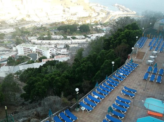 Colina Mar Apartments: View from small pool - nice......