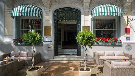 Hotel les Nations : Nouvelle terrasse