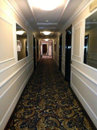 Baglioni Hotel Regina : Common Hotel Hallway