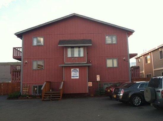 Arctic Adventure Hostel: Hostel exterior