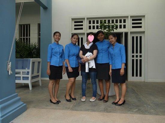 Frangipani Villa Hotel, Siem Reap: staff with me