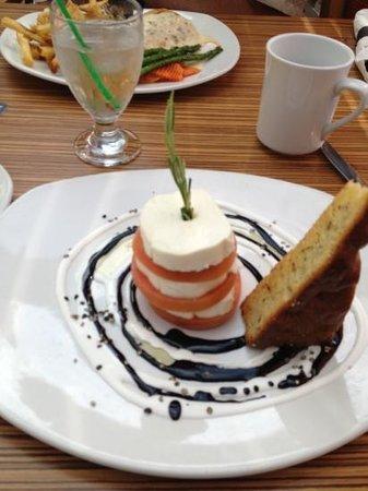 BEST WESTERN Mirage Hotel Restaurant: Tomato and mozzarella salad