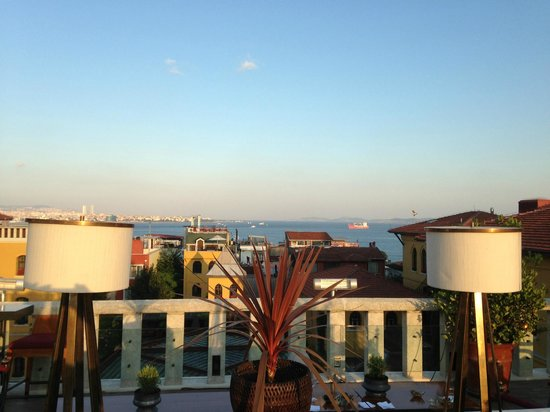 Four Seasons Hotel Istanbul at Sultanahmet: View from the rooftop bar