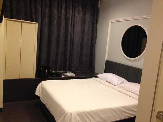Value Hotel Balestier: Room with bay window