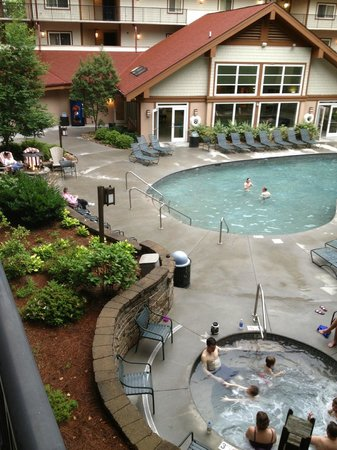 Holiday Inn Club Vacations Gatlinburg-Smoky Mountain : Pool and hot tub