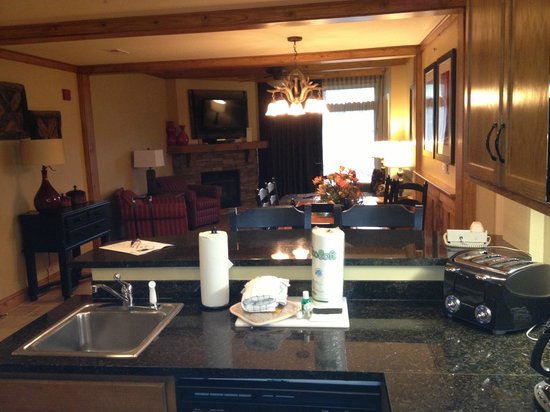 Holiday Inn Club Vacations Gatlinburg-Smoky Mountain : 2BR villa, viewed from kitchen