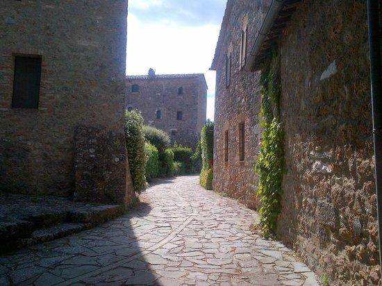 Borgo Pretale : veduta della torre