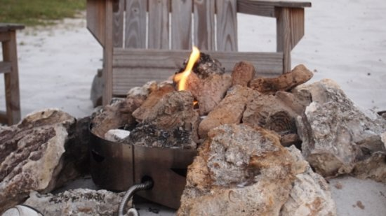The Nest on Lake Weir: Lovely Setting by the Fire Pit