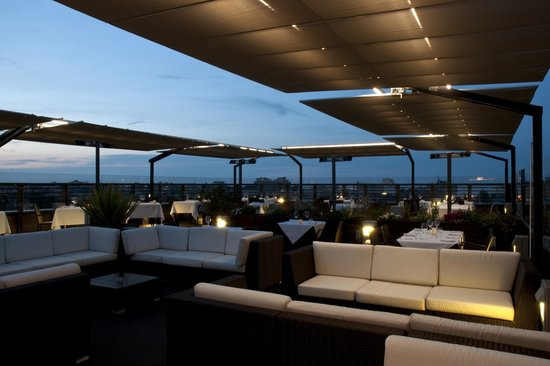 La terrazza - Bild von Quartopiano Suite Restaurant, Rimini ...