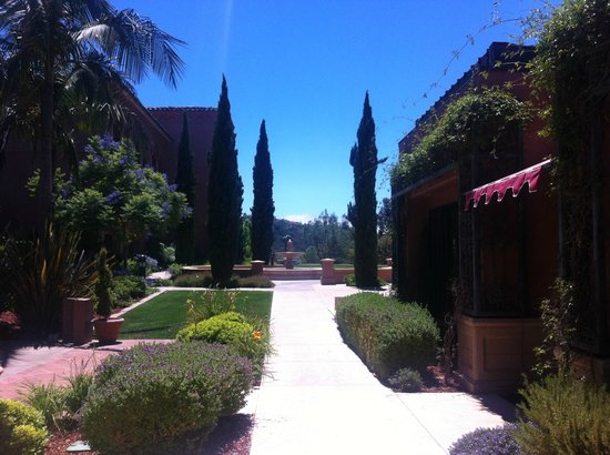 Fairmont Grand Del Mar: Walk around the grounds