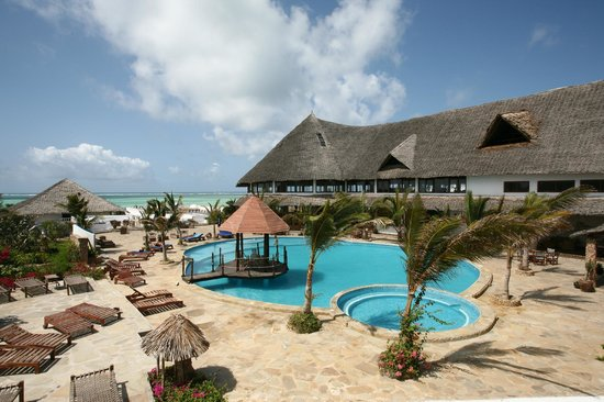 Jacaranda Beach Resort: Piscina principale