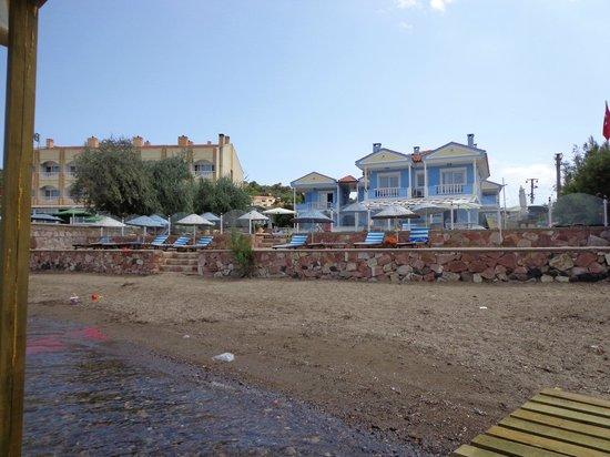 Cundavilla Suite Hotel: Otel ve Plaj Alanı
