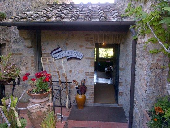 Borgo Pretale: reception