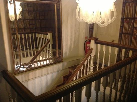 38 St Giles Boutique Bed & Breakfast: stairwell