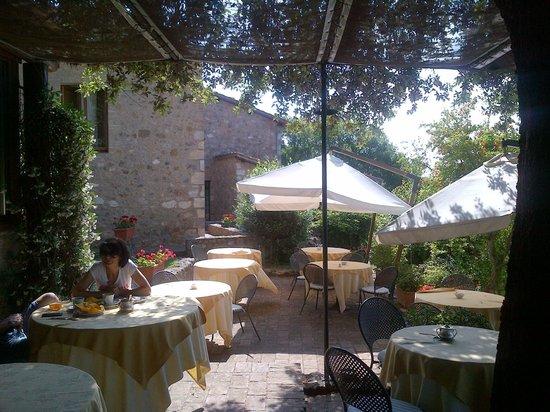 Borgo Pretale: area esterna ristorante