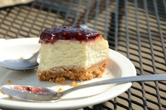 Whale City Bakery: yummy cheesecake :P