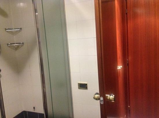 Crivis Hotel: Very good shower